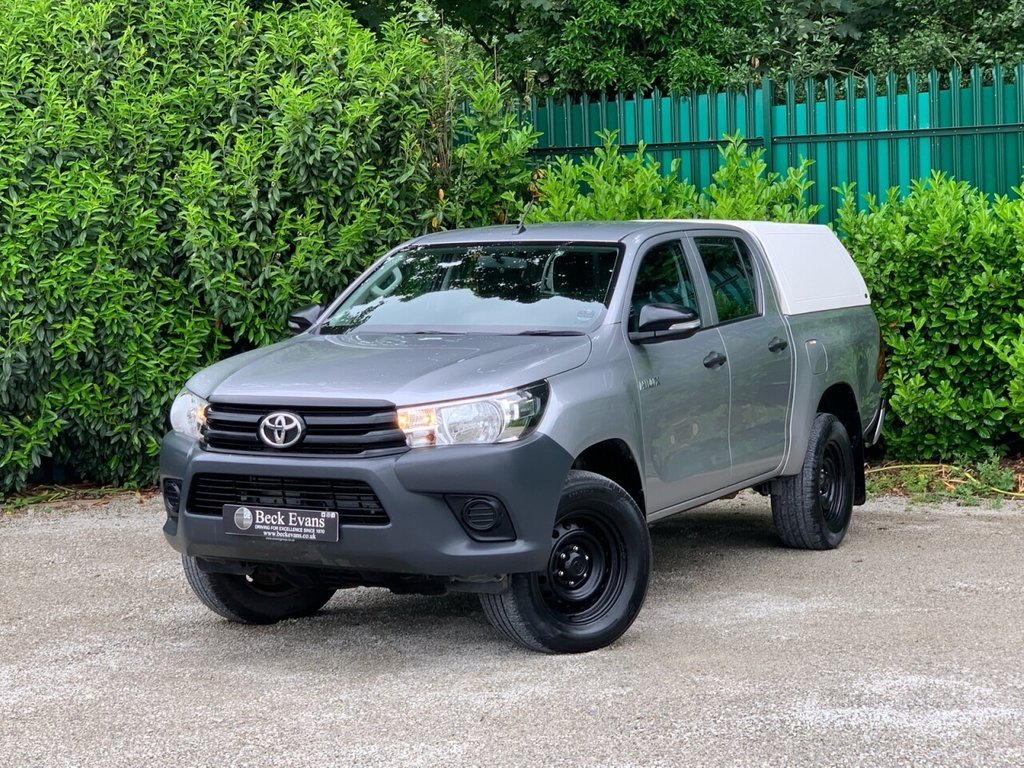 USED 2017 67 TOYOTA HI-LUX 2.4 ACTIVE 4WD D-4D DCB 148 BHP