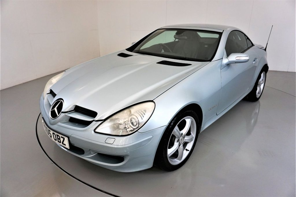 USED 2005 05 MERCEDES-BENZ SLK 1.8 SLK200 KOMPRESSOR 2d-2 FORMER KEEPERS-BLACK LEATHER-ELECTRIC FOLDING MIRRORS-RADIO CD-HEATED SEATS-AIR SCARF-GREAT LOW MILEAGE EXAMPLE