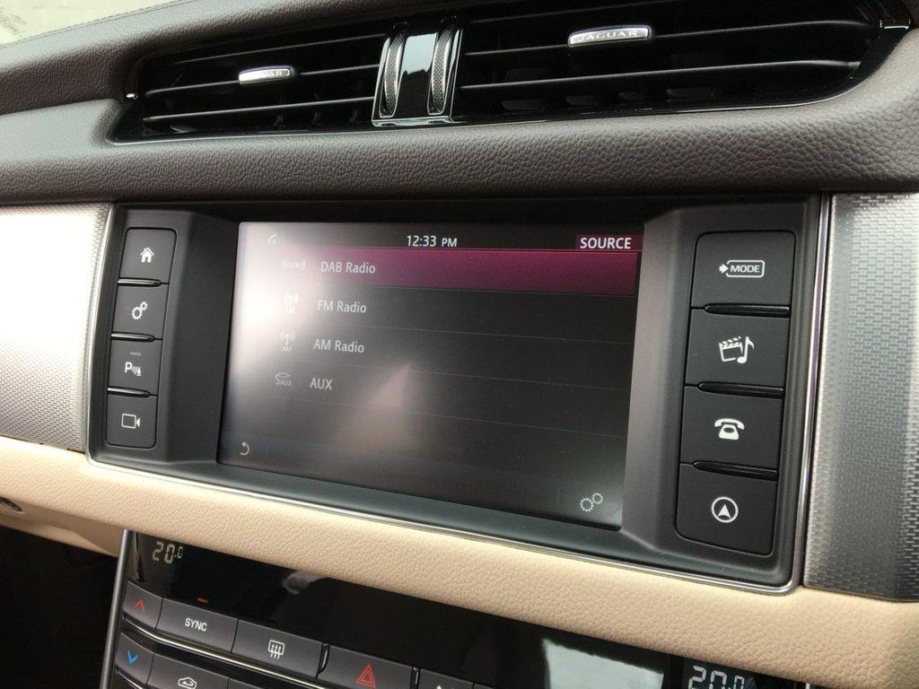USED 2018 18 JAGUAR XF 2.0 D PRESTIGE 4d 161 BHP