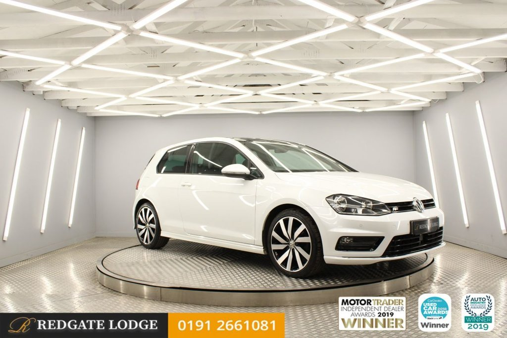"""USED 2016 VOLKSWAGEN GOLF 2.0 R LINE EDITION TDI BLUEMOTION TECHNOLOGY 3d 148 BHP SAT/NAV, FULL VIENNA LEATHER, UPGRADED 18"""" WHEELS, HEATED FRONT SEATS, PAN/ROOF, METALLIC WHITE..."""