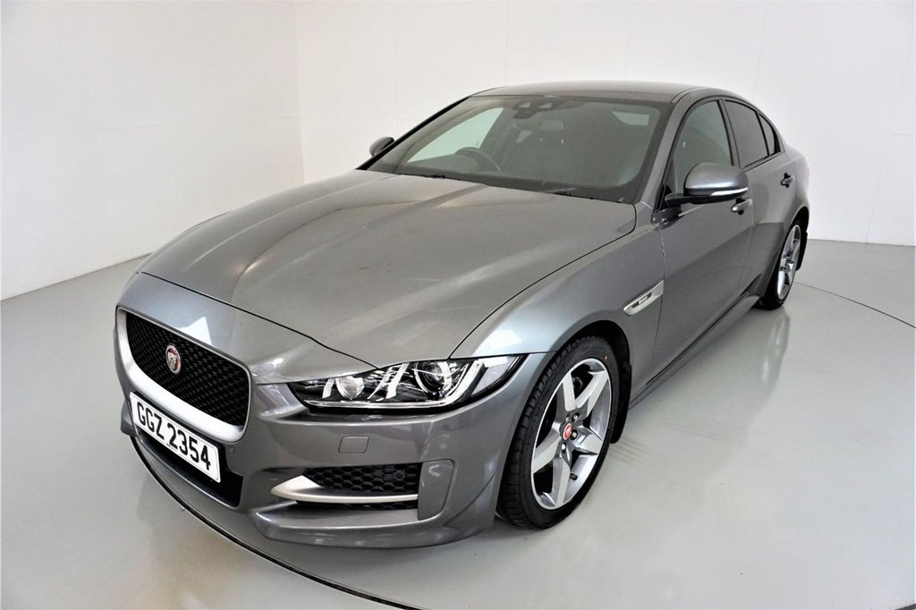 USED 2017 17 JAGUAR XE 2.0 R-SPORT 4d AUTO 178 BHP-1 OWNER CAR-HEATED BLACK LEATHER-CRUISE CONTROL-PARKING SENSORS-REVERSE CAMERA-DAB RADIO-CLIMATE CONTROL-18
