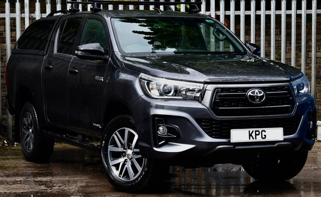 USED 2020 20 TOYOTA HI-LUX 2.4 D-4D Invincible X Double Cab Pickup Auto 4WD EU6 (s/s) 4dr (TSS) **NO VAT** Stunning Example!