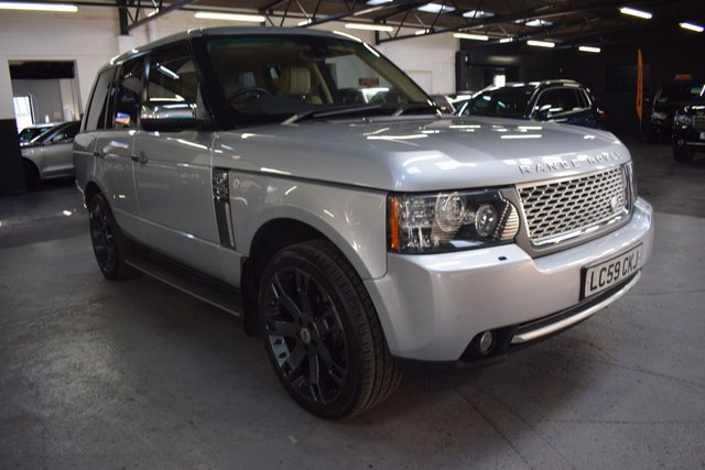 USED 2010 59 LAND ROVER RANGE ROVER 3.6 TDV8 VOGUE 5d 271 BHP ULTRA LOW MILES - 6 STAMPS TO 43K MILES - ONE PREVIOUS KEEPER-  LEATHER - NAV - HEATED SEATS - 22 INCH OVERFINCH ALLOYS - PRIVACY GLASS