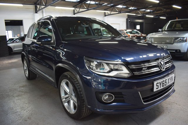 USED 2015 65 VOLKSWAGEN TIGUAN 2.0 R LINE EDITION TDI BMT 4MOTION DSG 5d 148 BHP STUNNING CONDITION - R LINE DSG AUTO - 4X4 - 6 STAMPS TO 49K - LEATHER - NAV - HEATED SEATS - PRIAVCY GLASS - KEYLESS ENTRY