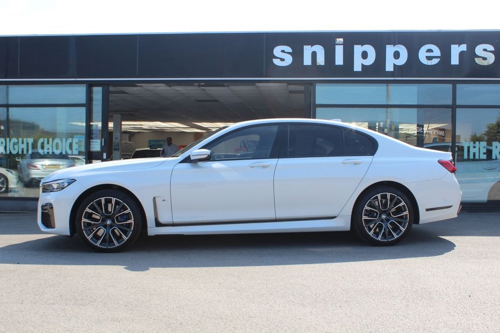 """USED 2019 69 BMW 7 SERIES 3.0 730D XDRIVE M SPORT 4d 261 BHP Mineral White Metallic,1 Owner,  Full Black Nappa Leather, BMW Display Key, Driving Assistant Professional, Parking Assistance System Plus, Remotre Control Parking, Head Up Display, Harman Kardon Sound System, BMW Drive Recorder, Wireless Charging Phone Equipment, BME Gesture Control, M Rear Spoiler, WLAN Hotspot,  Climate Controlled Seats, BMW Lazerlights, Comfort Seats With Memory, M Seat Belts,  20"""" BMW 817M Alloys With  Flat Tyres, Front and Rear Heated Seats, Ceramic Control Elements, Eectr"""