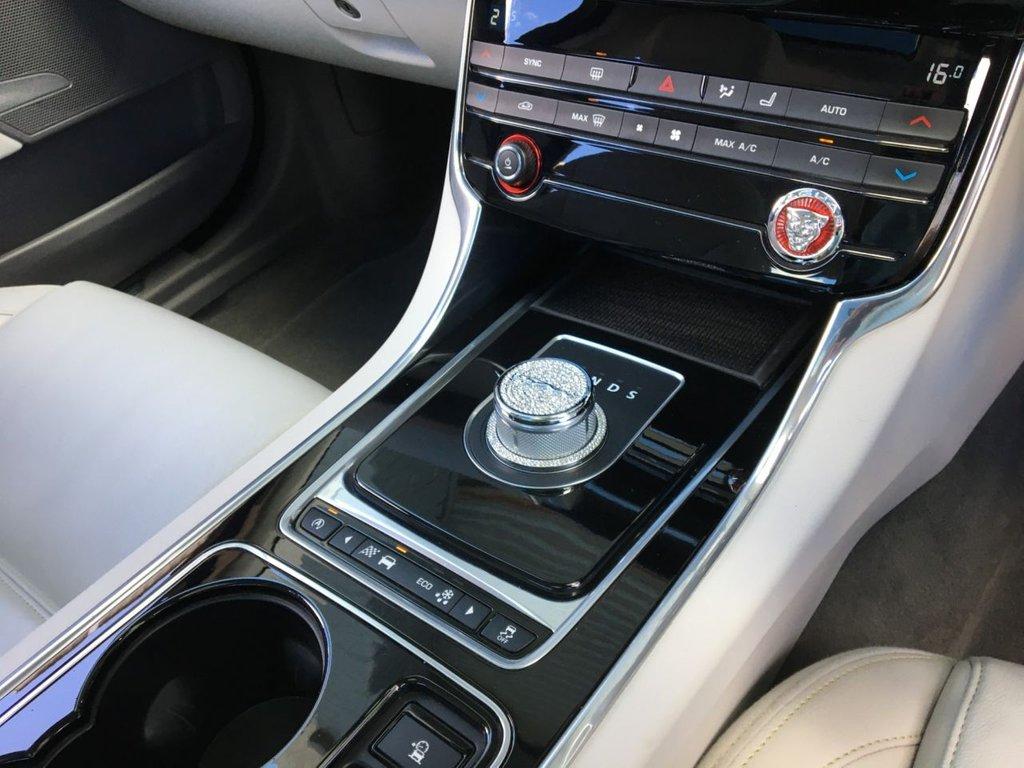 USED 2016 66 JAGUAR XE 2.0 PRESTIGE 4d 161 BHP