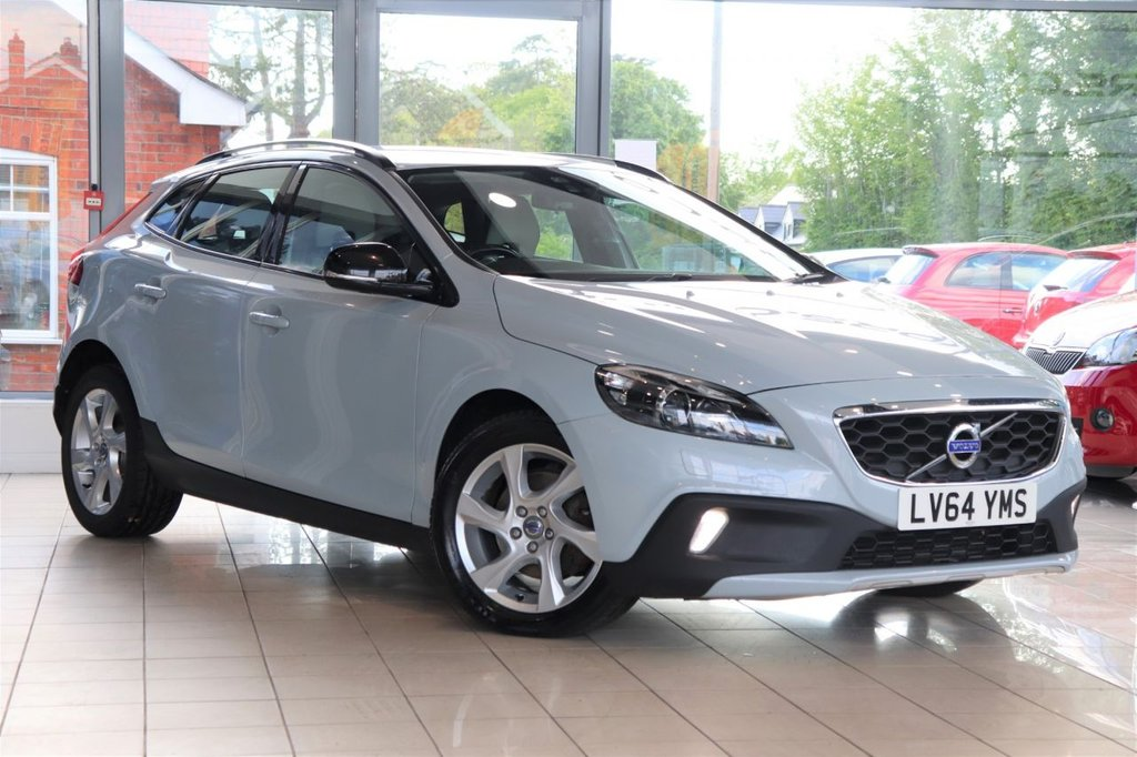 USED 2014 64 VOLVO V40 1.6 D2 CROSS COUNTRY LUX NAV 5d 113 BHP Leather + Cruise + Dab