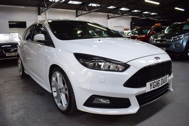 USED 2016 16 FORD FOCUS 2.0 ST-3 5d 247 BHP LOVELY LOW MILES - ST3 -  FROZEN WHITE - LEATHER - HEATED SEATS - PRIVACY GLASS - 19 INCH ALLOY WHEELS