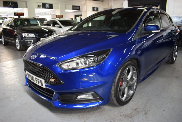 USED 2016 66 FORD FOCUS 2.0 ST-3 5d 247 BHP LOVELY LOW MILEAGE EXAMPLE - DEEP IMPACT BLUE - S/H TO 43K - LEATHER - SAT NAV - HEATED SEATS - PRIVACY GLASS