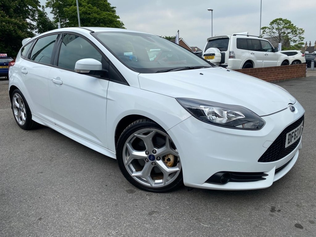 USED 2014 63 FORD FOCUS 2.0 ST-2 5d 247 BHP
