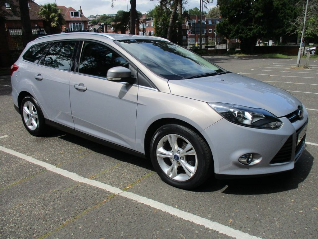 USED 2012 62 FORD FOCUS 1.6 ZETEC 5d 124 BHP ONE FORMER KEEPER..AUTOMATIC