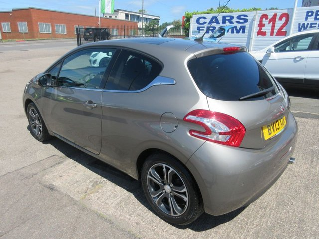 USED 2013 13 PEUGEOT 208 1.2 INTUITIVE 3d 82 BHP ** TEST DRIVE TODAY **JUST ARRIVED.01543 454566