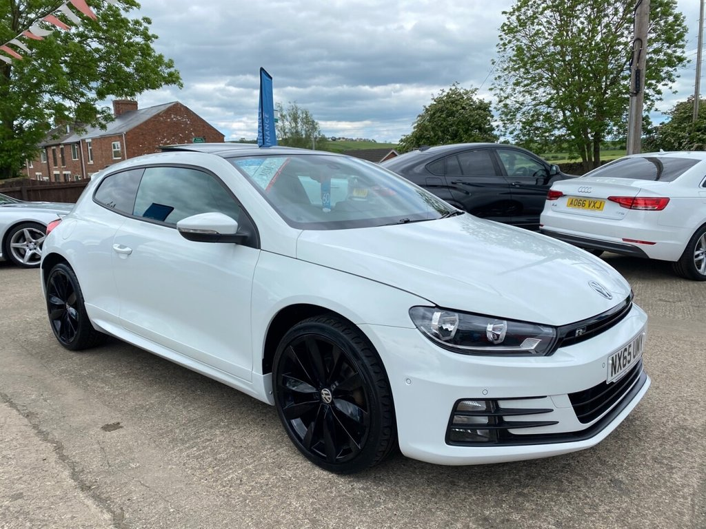 USED 2015 65 VOLKSWAGEN SCIROCCO 2.0 R LINE TDI BLUEMOTION TECHNOLOGY 2d 150 BHP * SAT NAV * PANORAMIC SUNROOF * HEATED LEATHER * DAB * 19