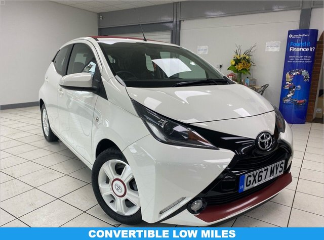 USED 2017 67 TOYOTA AYGO 1.0 VVT-I X-CLAIM 5d 69 BHP WHITE FLASH / BORDEAUX CANVAS FUN ROOF / VOGUE BLACK LEATHER SEATS / ONLY 7448 MILES
