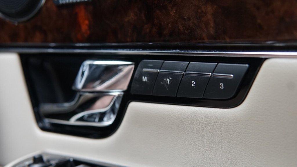 USED 2012 12 JAGUAR XJ 3.0 D V6 PORTFOLIO 4d 275 BHP