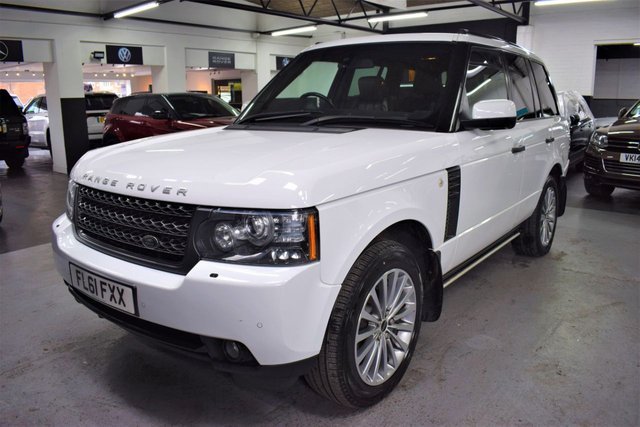 USED 2011 61 LAND ROVER RANGE ROVER 4.4 TDV8 VOGUE SE 5d 313 BHP RARE FACTORY WHITE - 9 STAMPS TO 79K - 4.4 TDV8 VOGUE SE - HEATED / COOLED SEATS - TV WITH DUAL VIEW - SIDE STEPS - 20 INCH ALLOY WHEELS