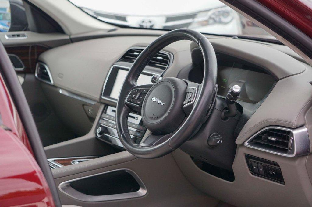 USED 2016 16 JAGUAR F-PACE 2.0 PORTFOLIO AWD 5d 178 BHP
