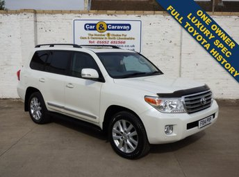 View our TOYOTA LAND CRUISER V8