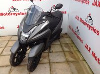 USED 2017 YAMAHA MW 125 Tricity.  Revolutionary three wheel design. New 'bike.  Delivery anywhere in UK - £130.80