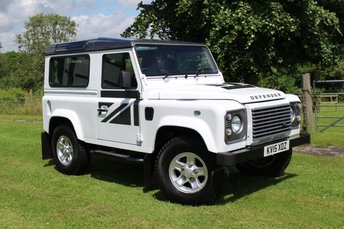 2015 LAND ROVER DEFENDER 90 2.2 TD XS STATION WAGON 1d 122 BHP £34995.00