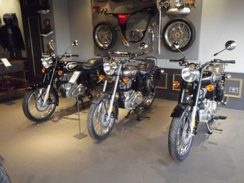 View our ROYAL ENFIELD BULLET 500